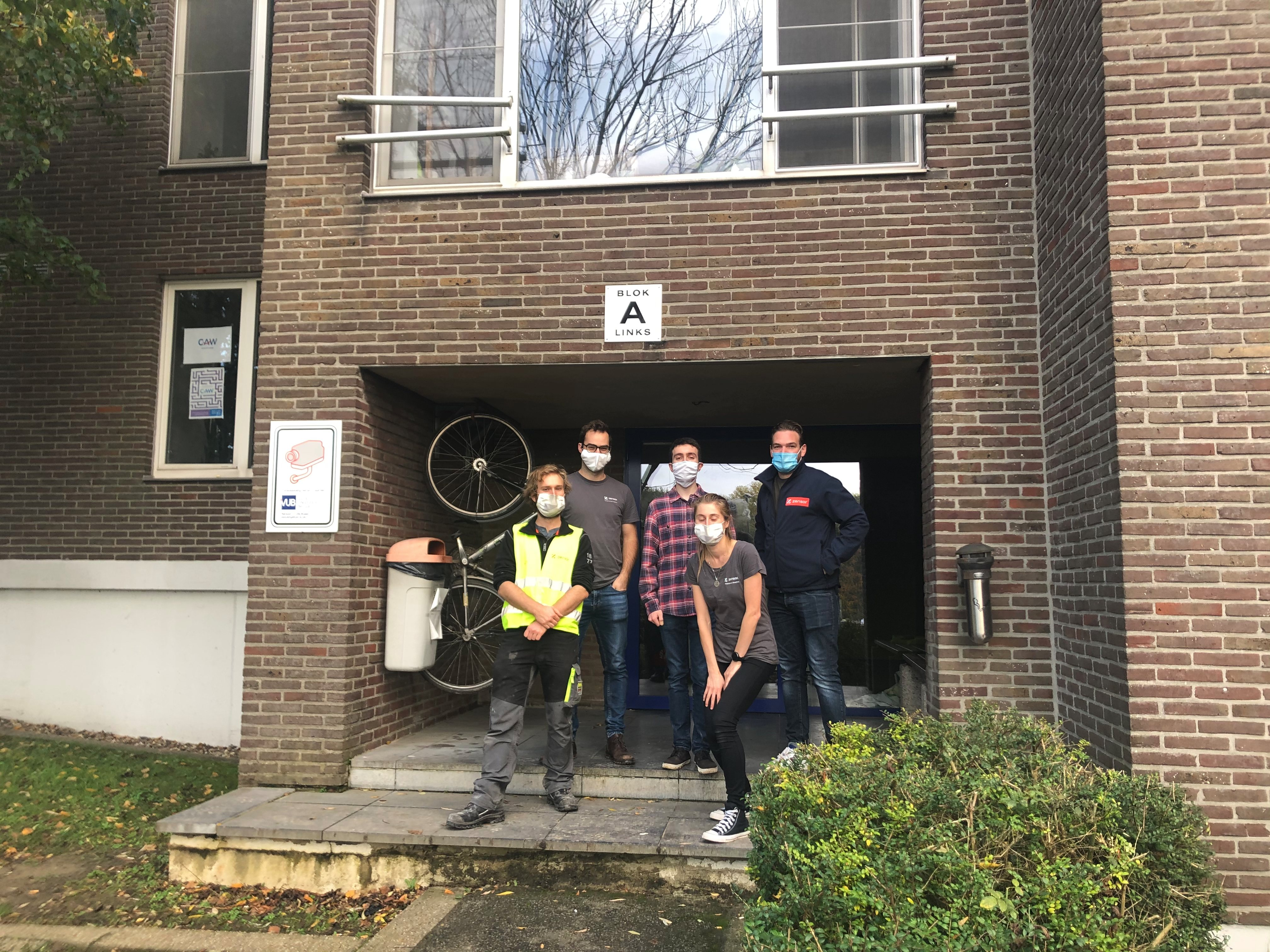 VUB students in front of Jette's campus dormitories